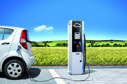 Recharger un véhicule électrique à Saint-Cyr-l'École